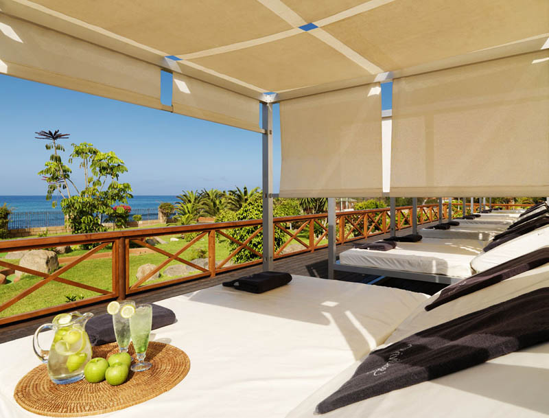 H10 Costa Adeje Palace Privilege Bali beds with sea views